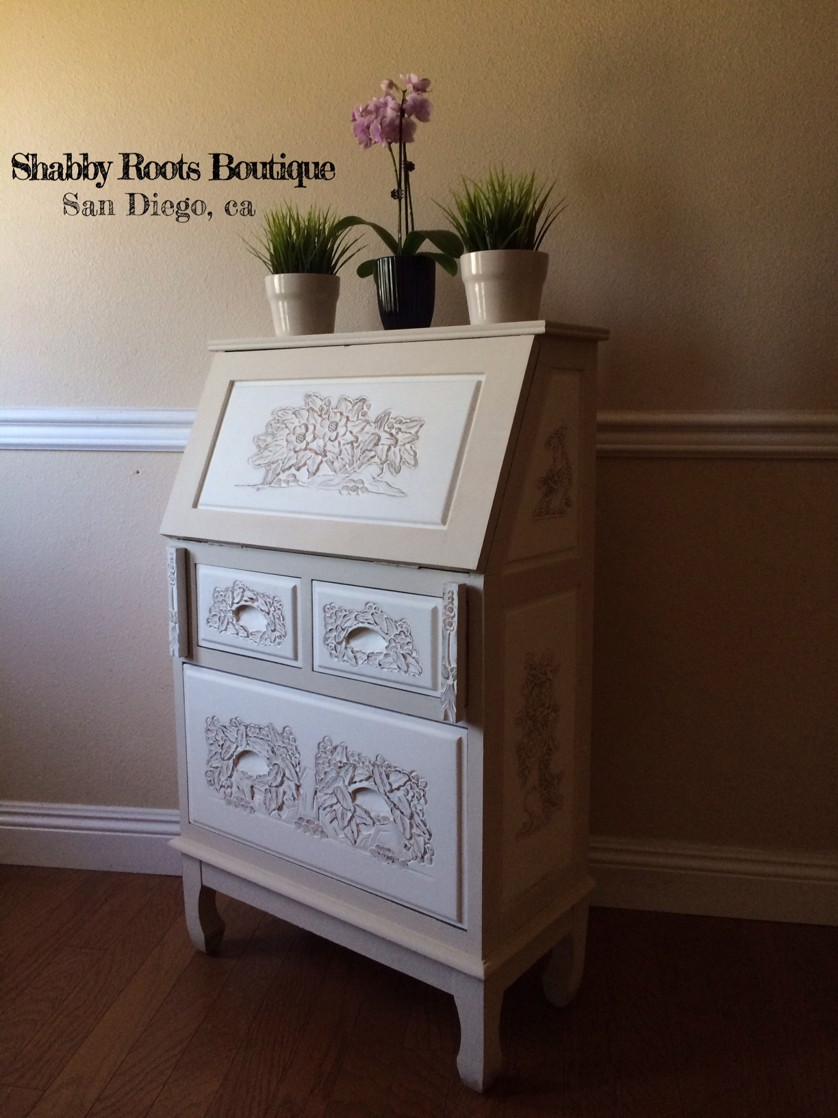 ... in white and cream and distressed for that ultra shabby chic look